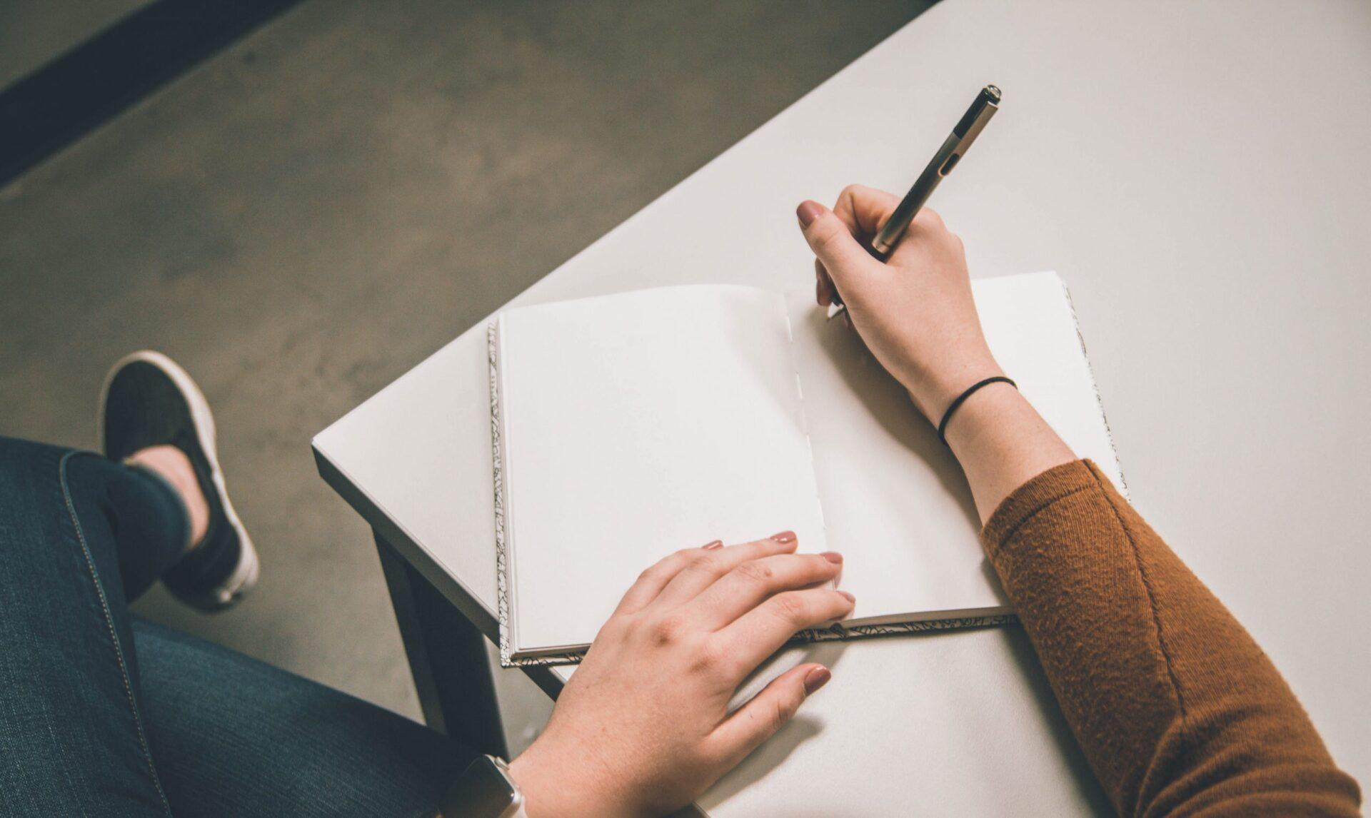 Prendi appunti! Ecco 3 strategie utili per scrivere la tua lettera di presentazione da architetto.